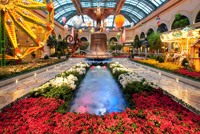 Bellagio 39 s conservatory and botanical gardens review for Garden statues las vegas nv